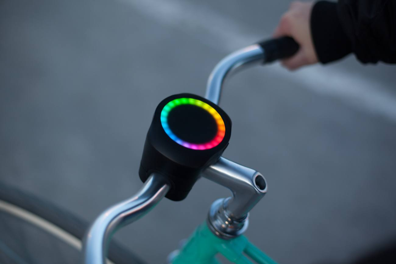 SmartHalo Smart Biking System gives you turn-by-turn directions