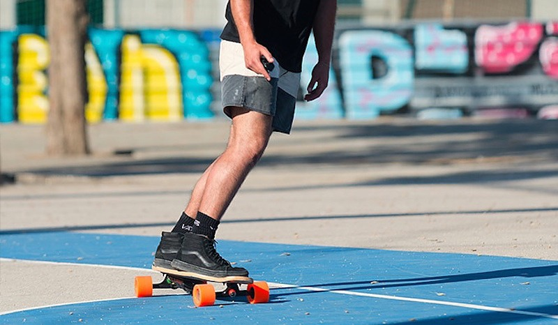 """Most adults think of skateboarding as an activity for spotty teenagers in ill-fitting garments. But a few enlightened souls see their board as the perfect urban transport device. The only drawback is that you need some serious leg power to keep those four wheels rolling across the uneven pavement. Enter Eon, a motorized replacement for your standard trucks. http://www.kickstarter.com/projects/rideunlimited/eon-by-unlimited-plug-and-play-electric-skateboard <!--'Made with TweetDis plugin for Wordpress'--> <div class=""""tweetdis_box tweetdis_none """"> <a class=""""tweetdis_box_link tweetdis_box_02 tweetdis_color_1"""" href=""""#"""" onclick=""""window.open('https://twitter.com/intent/tweet?text=Enter%20Eon%2C%20a%20motorized%20replacement%20for%20your%20standard%20trucks%20https%3A%2F%2Fthegadgetflow.com%2Fblog%2Feon-adds-electric-power-skateboard%2F', '_blank', 'width=500,height=500'); return false;""""> <p class = """"tweetdis_font_smaller"""">Enter Eon, a motorized replacement for your standard trucks</p> <span class=""""tweetdis_clearfix""""> <span class=""""tweetdis_click_to_tweet""""> <i></i>Click to tweet </span> </span> </a> </div> While there have been many previous attempts to provide easy skating propulsion, few have managed to strike such an impressive balance between power, bulk and expense. The lightest version of Eon weighs just 1.5 kilograms — roughly the same as a Macbook — and works on most designs of board. It fits just as regular trucks do, and provides all the same adjustability. The only notable addition is the battery pack, which hugs the underside of the board. This setup gives the rider 7.5 miles of effortless cruising, or 15 miles with the addition of a second battery. The top speed of 22 mph is fast enough to be safe in traffic, and the motor has sufficient torque to race up 9 per cent gradients. The optional """"R"""" Power-Train Kit allows riders in hilly areas to take on 20 per cent gradients. The throttle is a small handheld remote, but the power is partly controlled by the companio"""