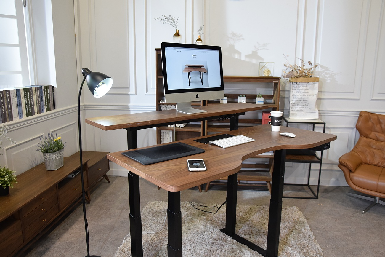 GAZE DESK – The Smartest Standing Desk Ever