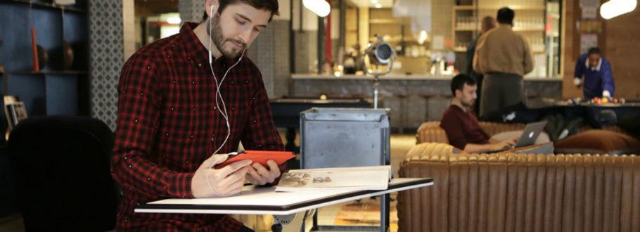 The Edge Desk Boosts Productivity With Its Super Portable Design