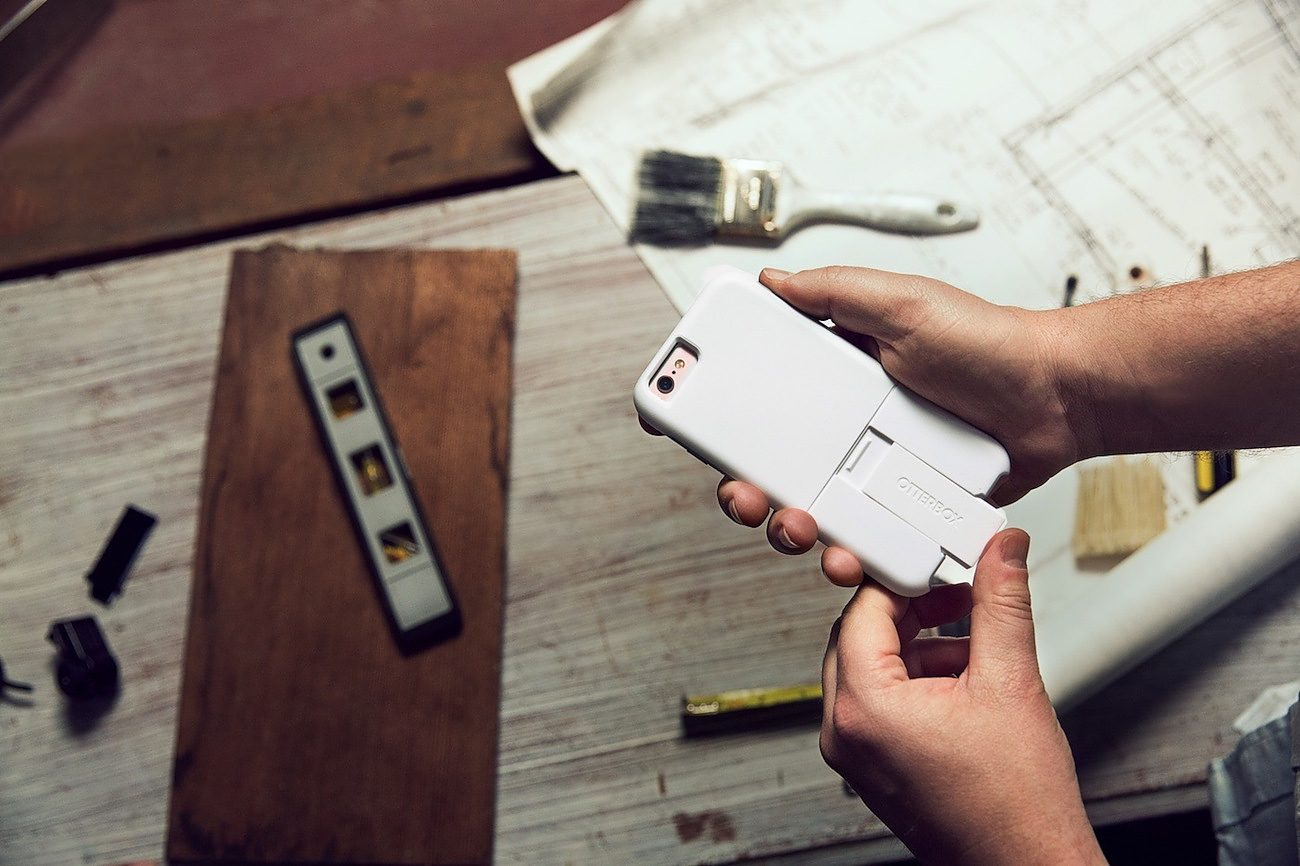 uniVERSE Smartphone Case System With Smart Modules