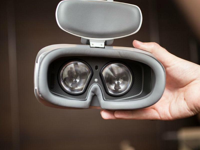 Alcatel's Phone-Free VR Headset