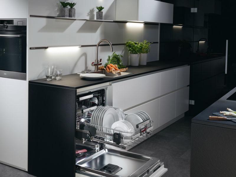 AEG ComfortLift Dishwasher