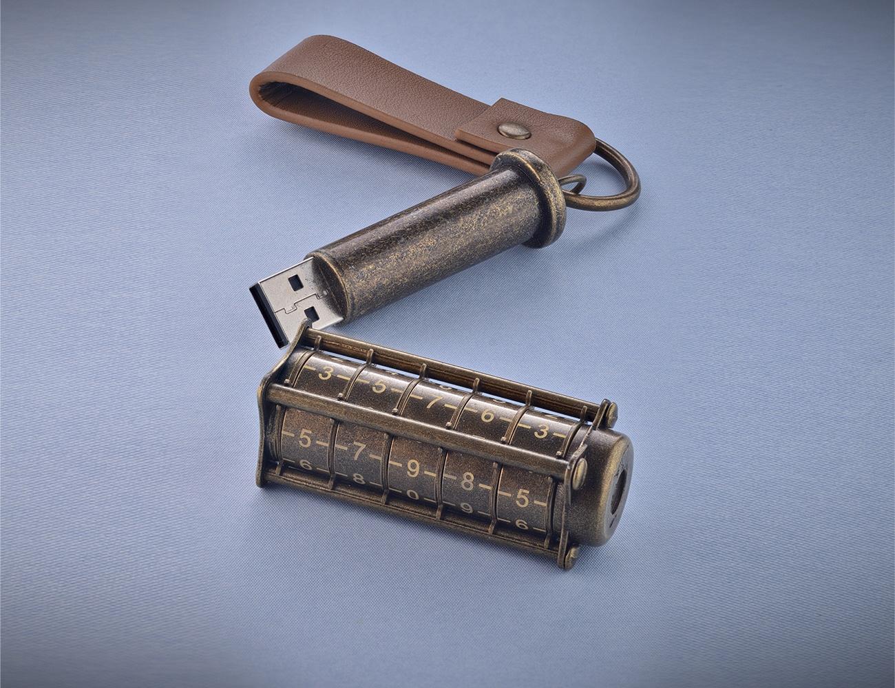 Cryptex Antique Gold 32 GB USB Flash Drive