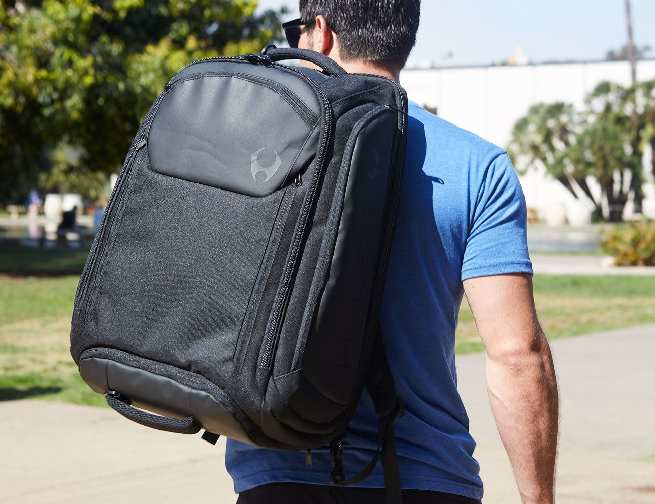 The icon backpack Is 6 Different Bags in One