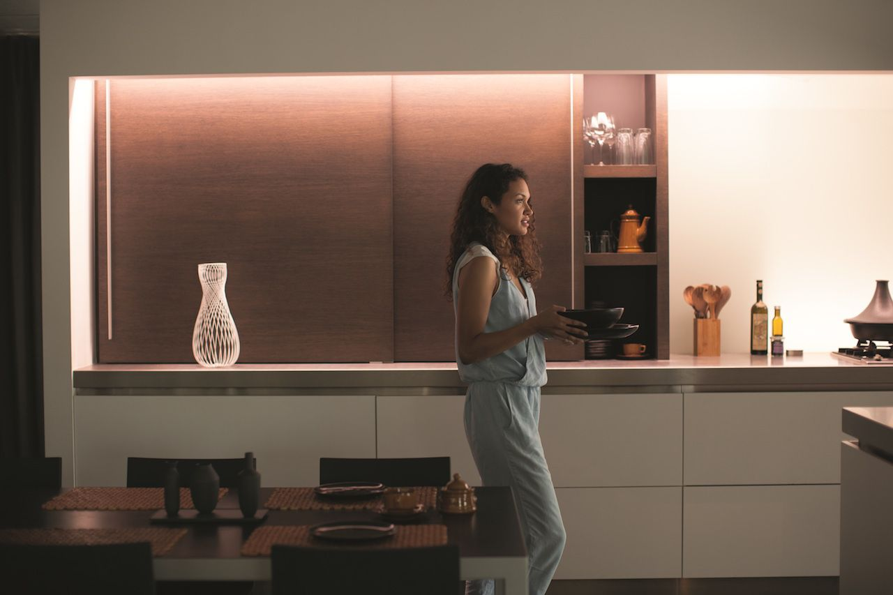 philips hue lightstrip plus extension set gadget flow. Black Bedroom Furniture Sets. Home Design Ideas