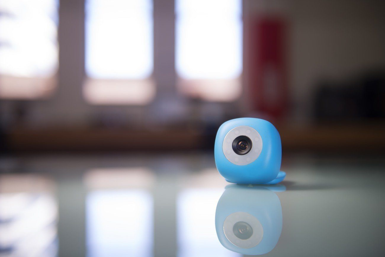 Podo Can Stick to Surfaces for Hands-Free Photos