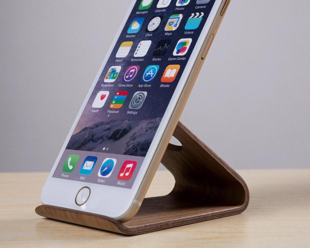 Wooden iphone holder by samdi gadget flow