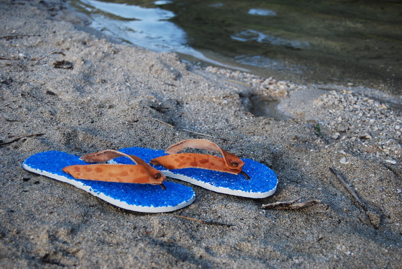ZAKISTAR – Comfortable & Classy Pebble Covered Flip Flops