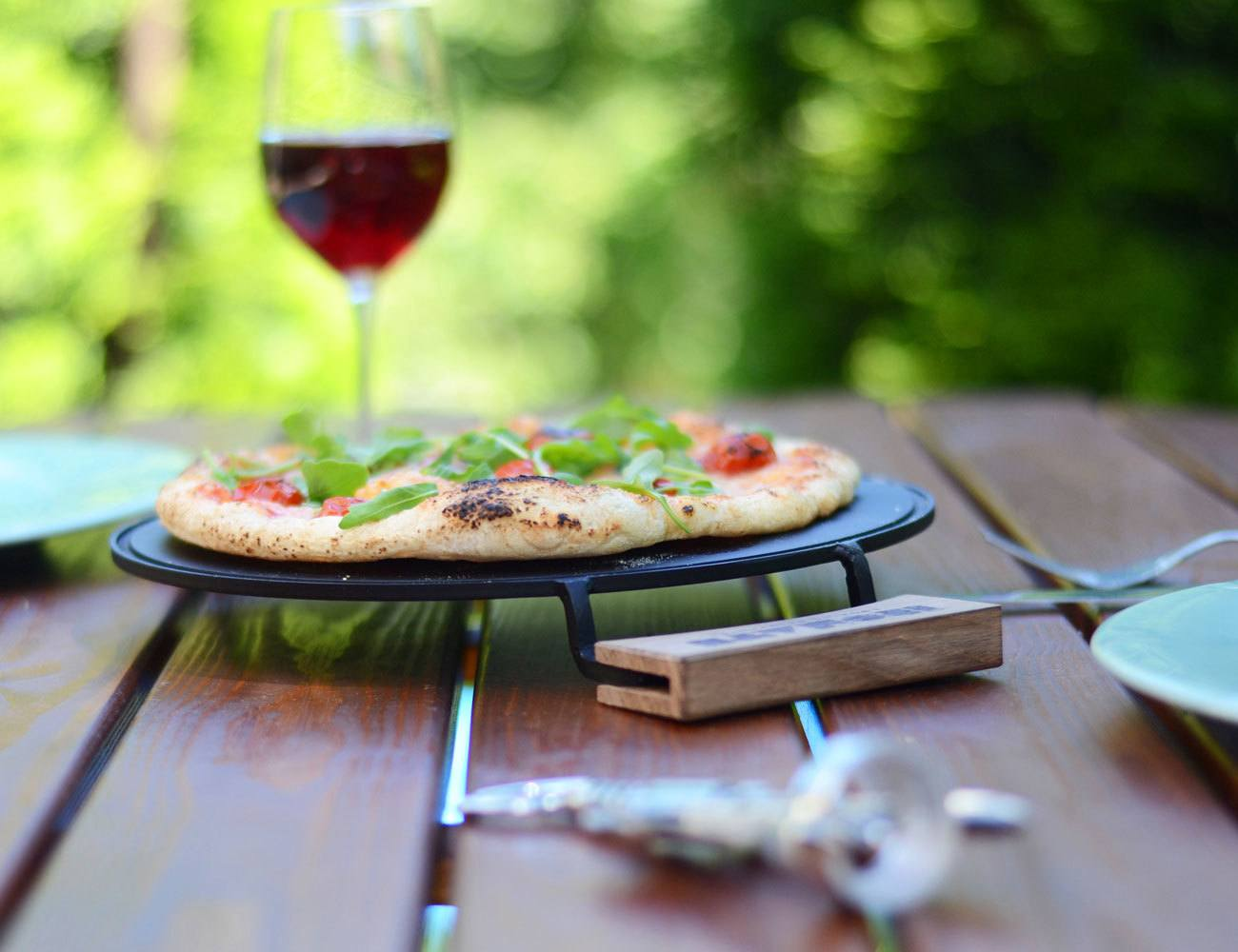 """IRONATE – Perfect """"No Oven"""" Pizza In Just 3 Minutes"""