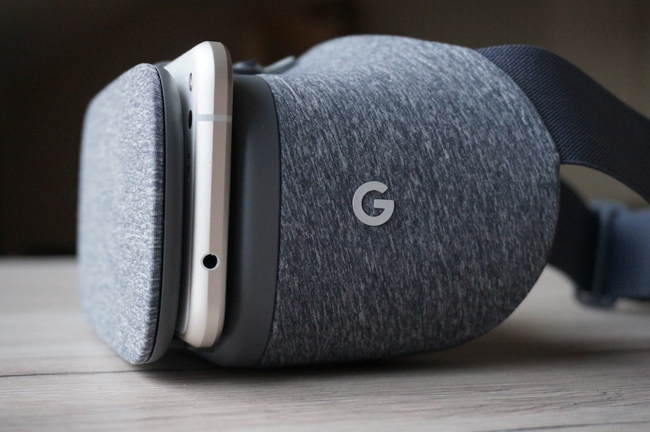 Daydream View 2.0 VR Headset by Google