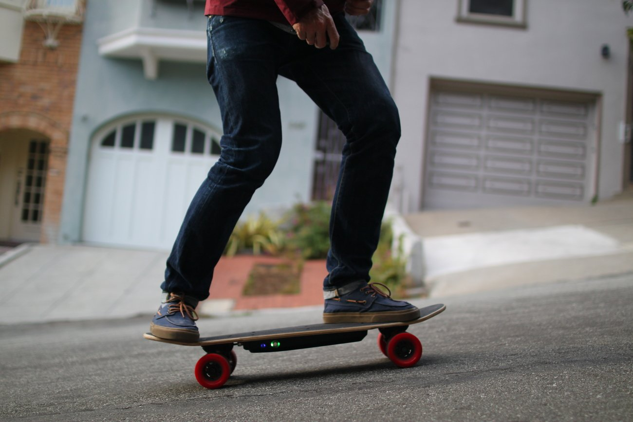 ELWING+%26%238211%3B+World%26%238217%3Bs+Most+Compact+Electric+Skateboard