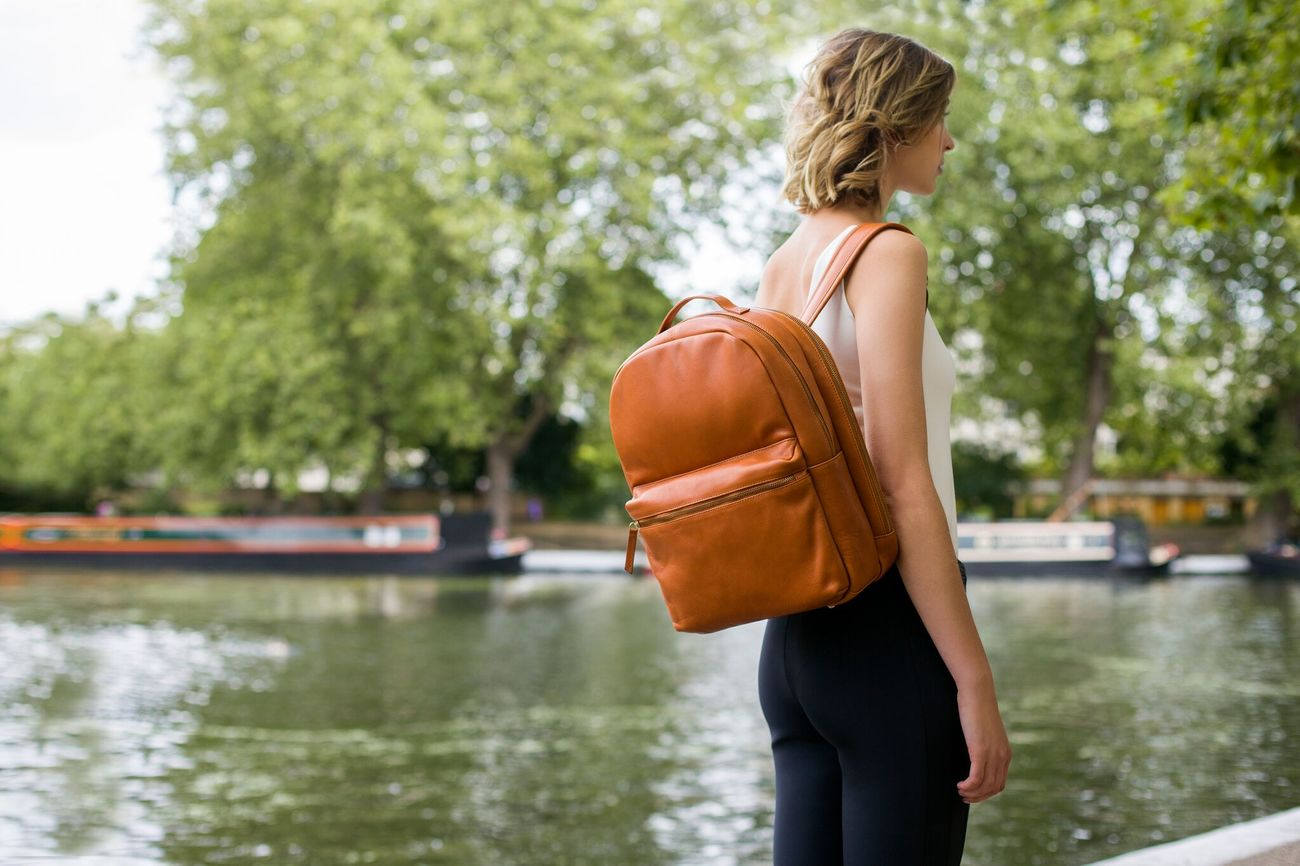 Smart, Trackable Leather Bags by Issara