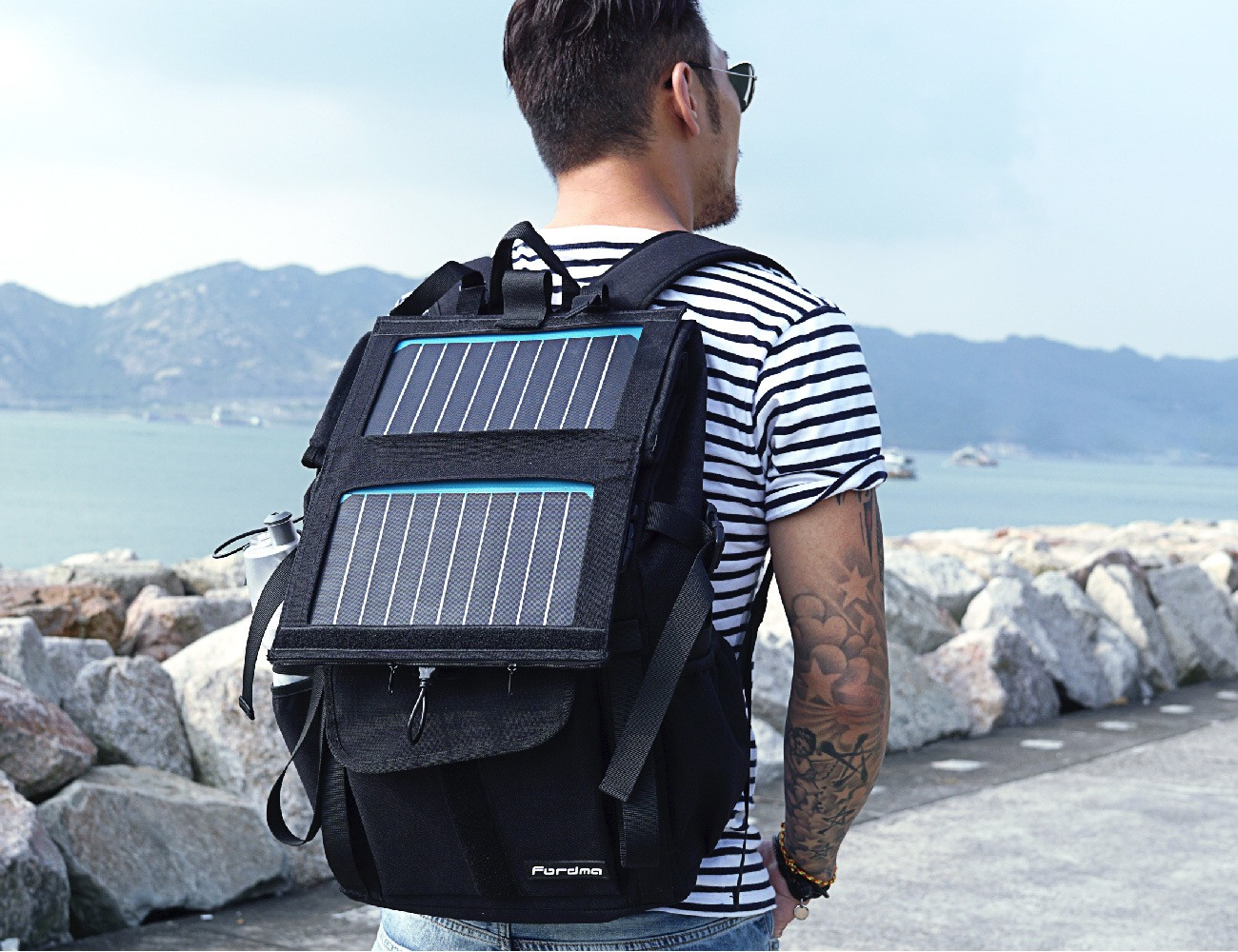 WALLY 2 – The World's Coolest Commuter Solar Power Backpack