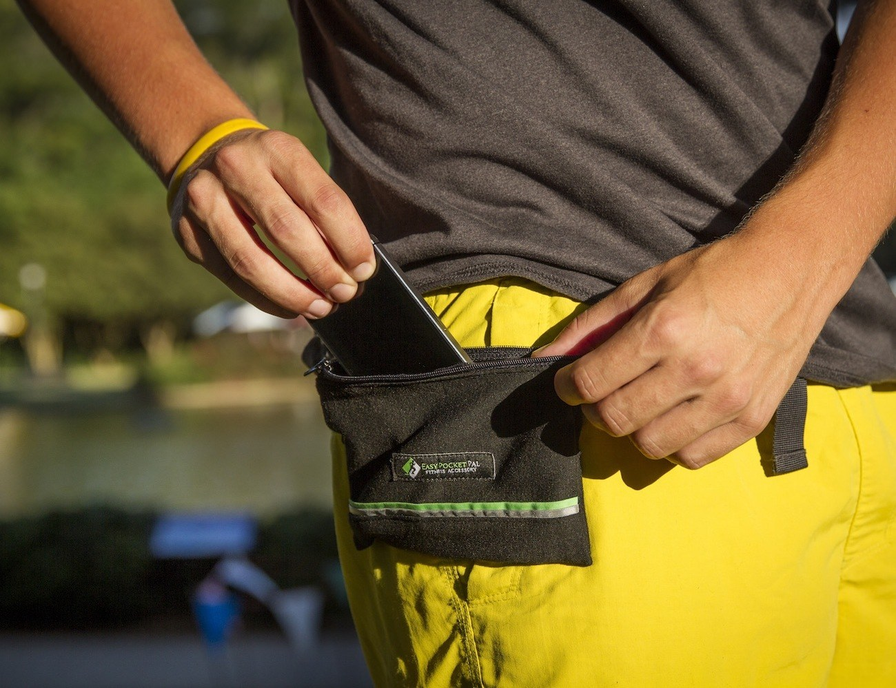 Easy Pocket Pal – Magnetic Fitness Pouch with Removable Frame