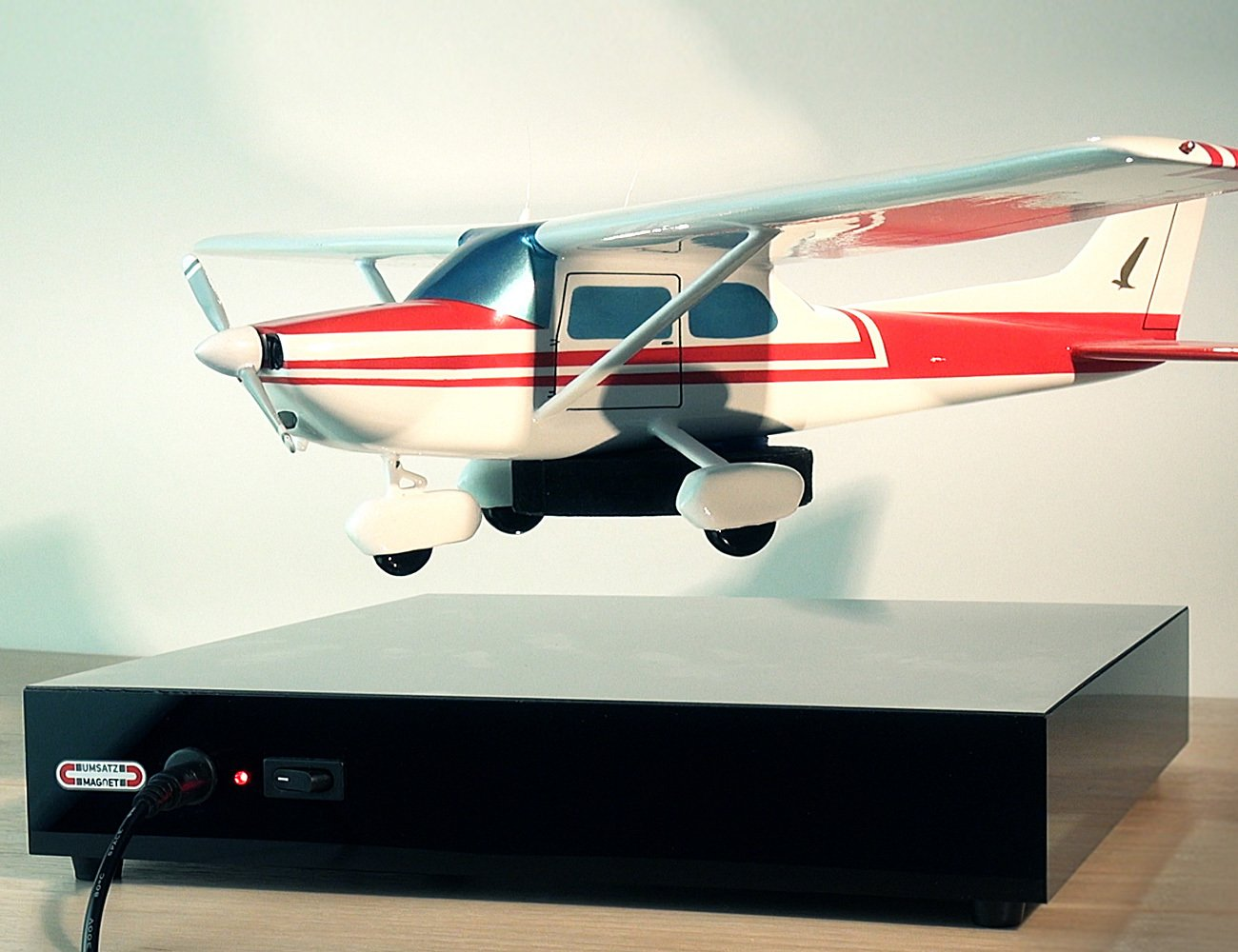 High-Performance Levitation Display