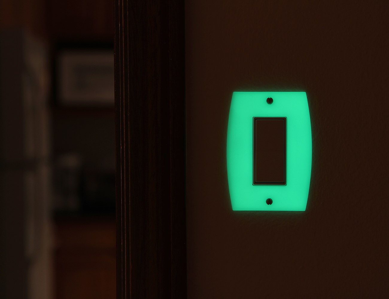 LUMINNO GlowaSwitch – The Light Switch Plate Reinvented