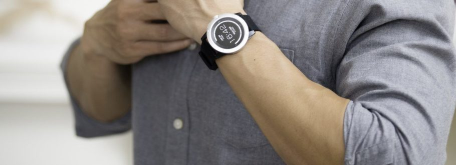 The PowerWatch Smartwatch Charges Itself with Your Body Heat