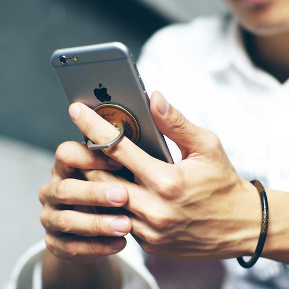 metal_finger_ring_smartphone_holder_02_grande