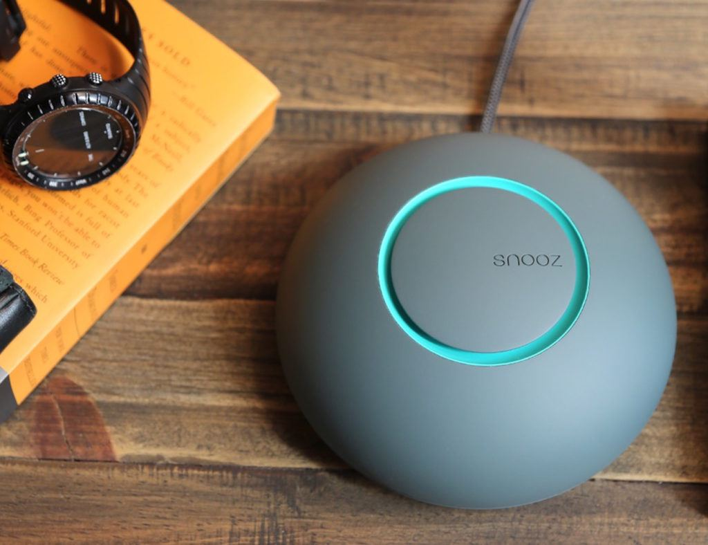 snooz-ultra-portable-white-noise-machine-01