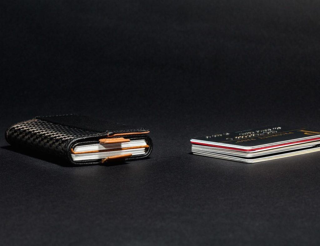 the-worlds-first-speed-wallet-now-in-carbon-fiber