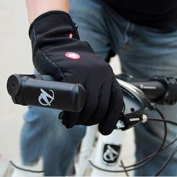 touchscreen_friendly_outdoor_gloves_01_grande