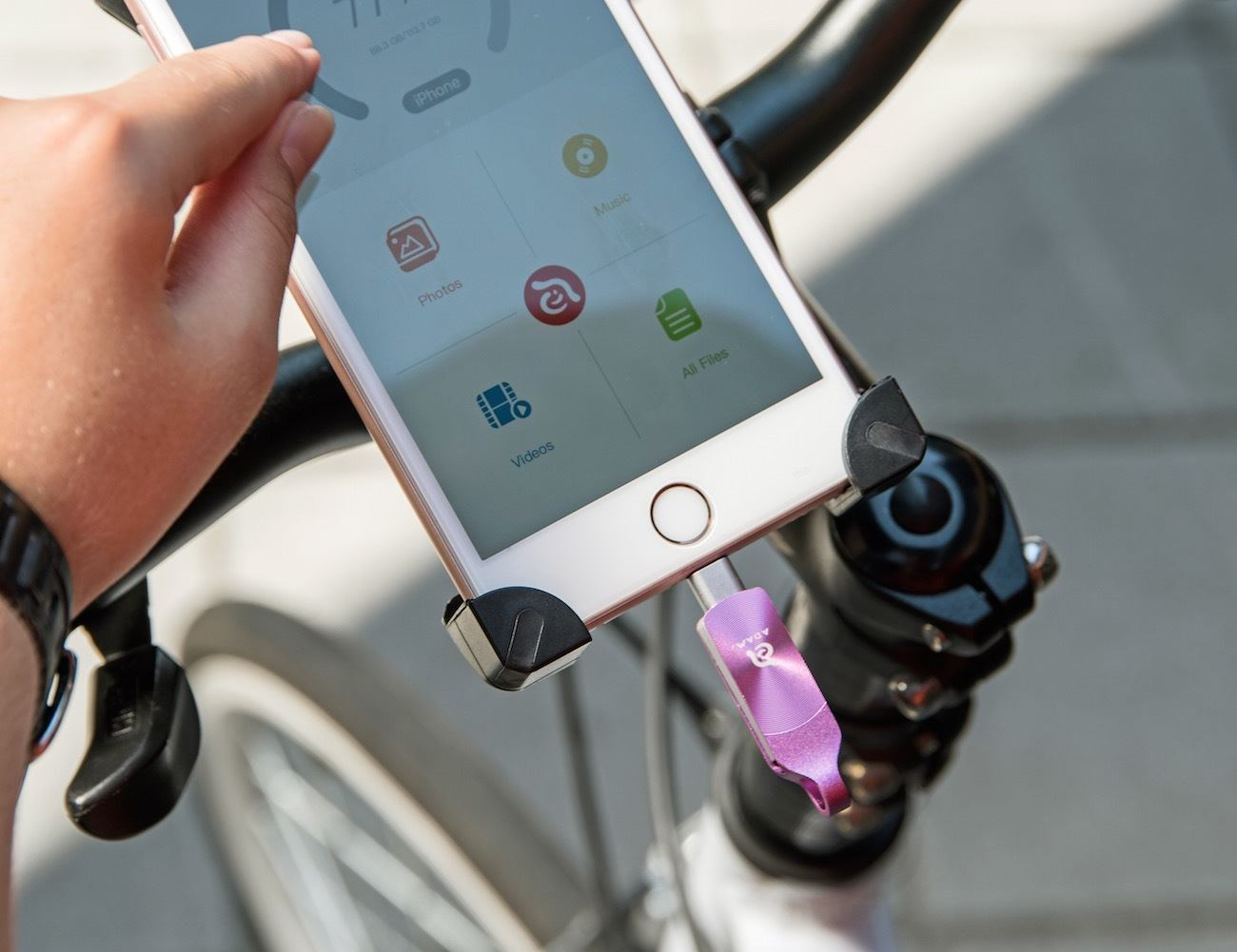 iKlips DUO Plus – Extended Storage for Your iPhone