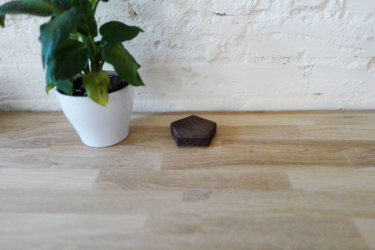 Base Magnetized Wood Cable Tidy
