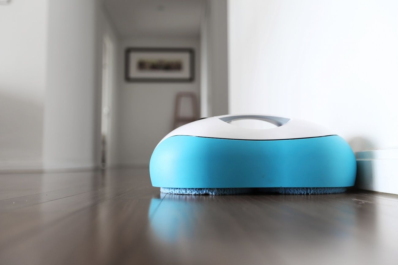The Everybot RS500 Cleans Your Floors for You