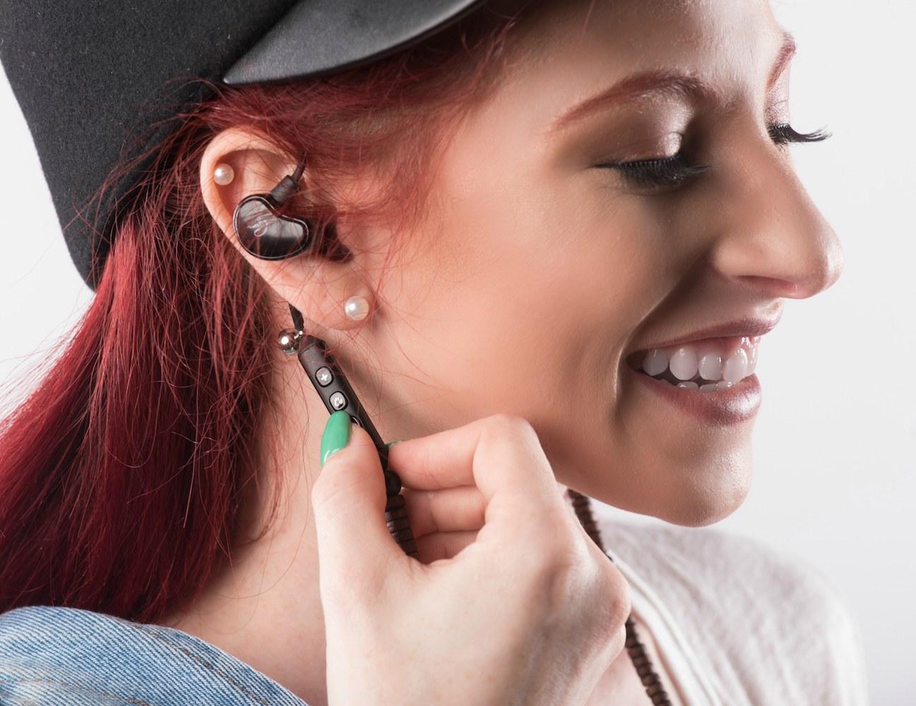 Wireless+Necklace+Earphones