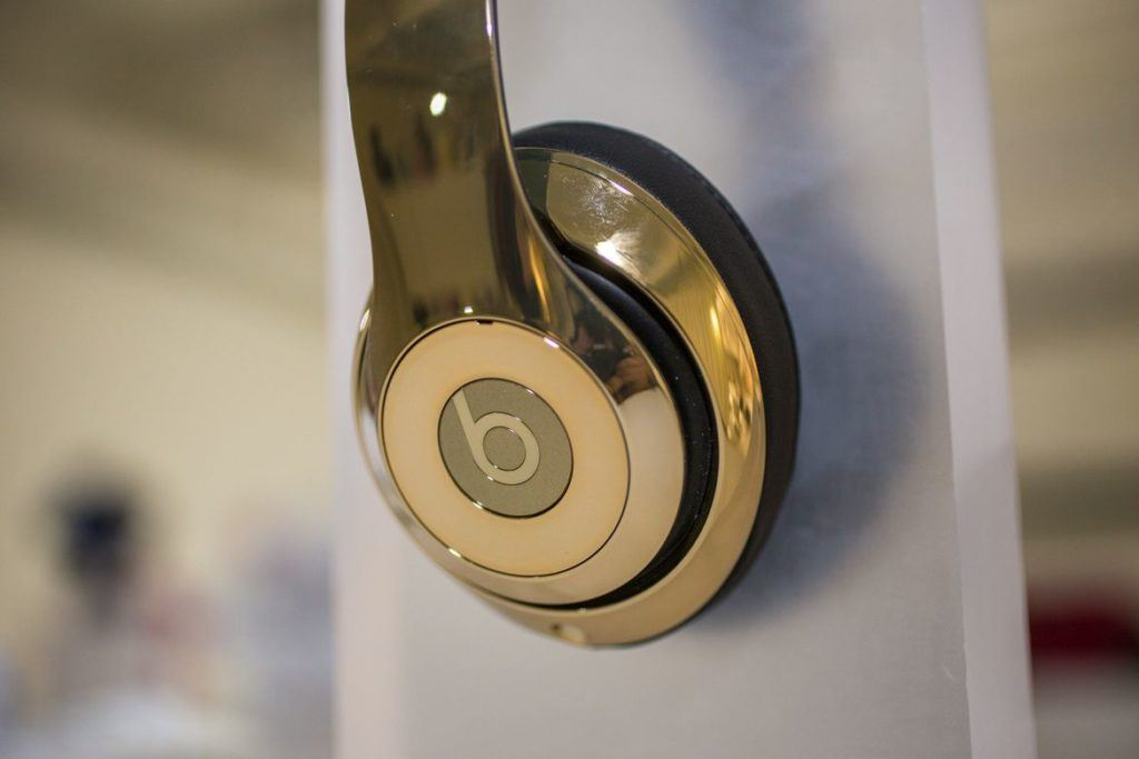Gold+Beats+by+Dr.+Dre+Pill+2.0+and+Headphones