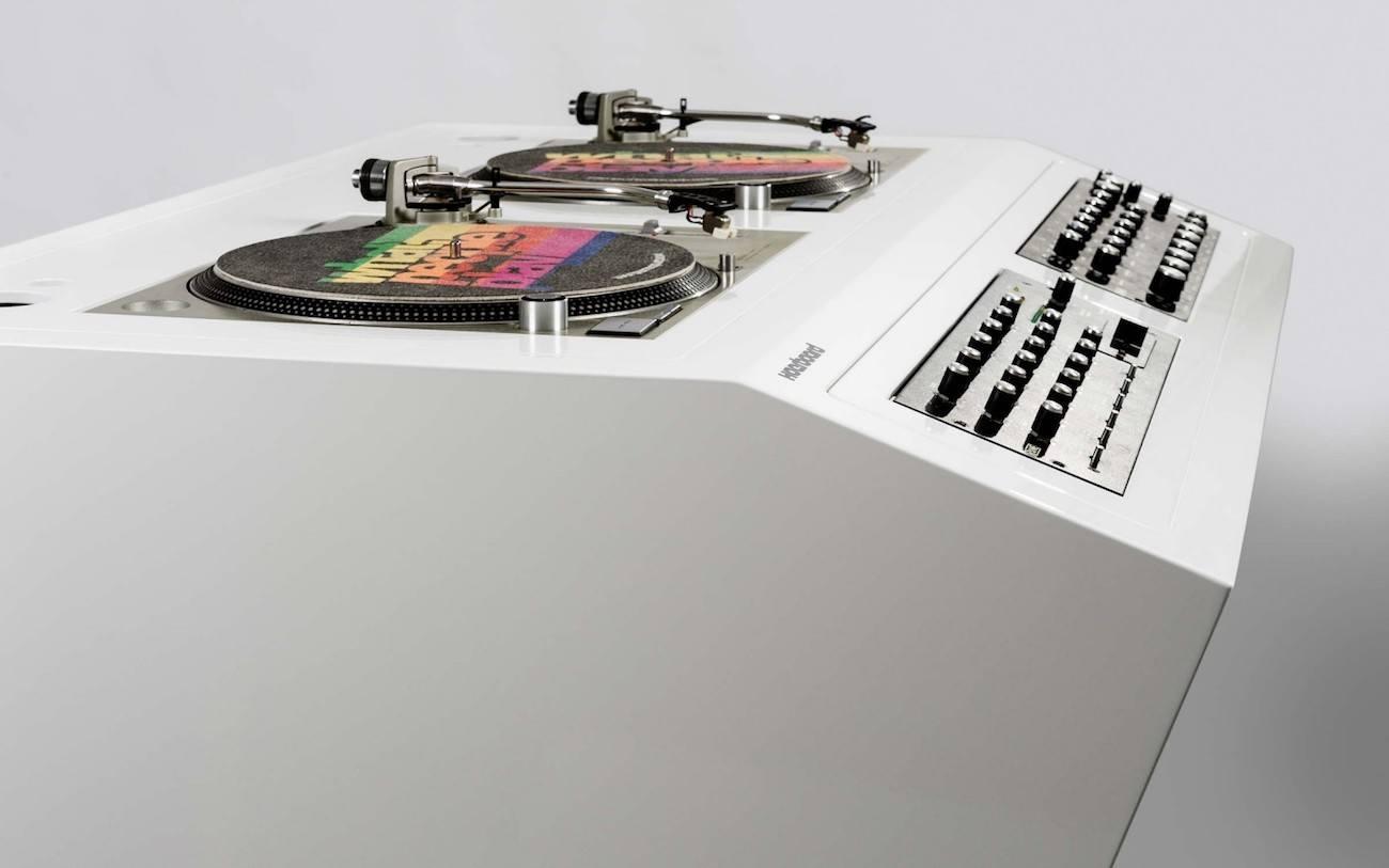 Hoerboard Nineteen DJ Stand