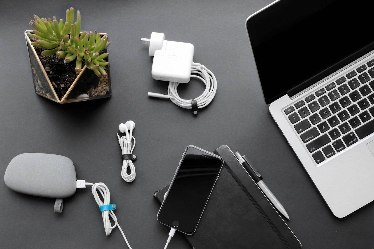 Maco Magnetic Cable Organizer