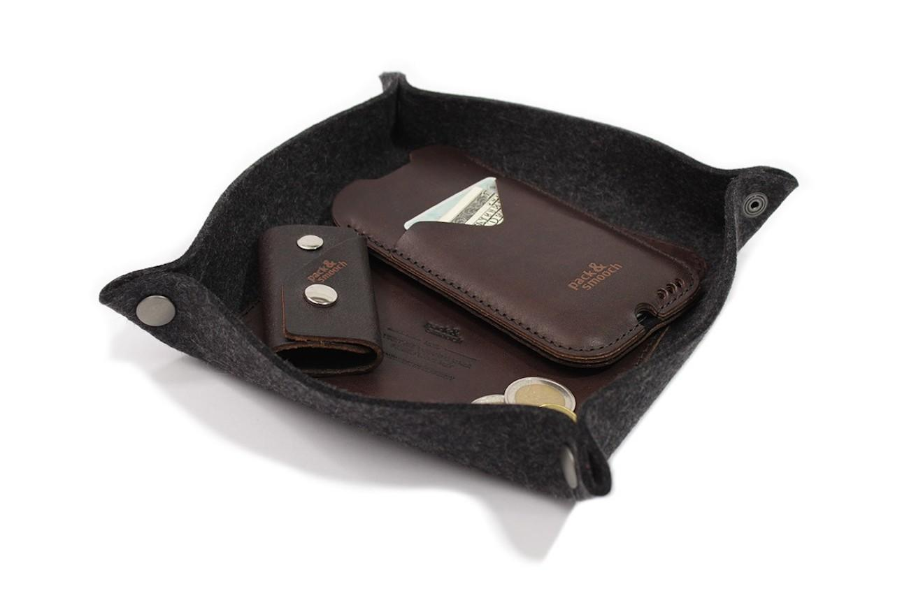 Pack & Smooch Valet Tray Corby