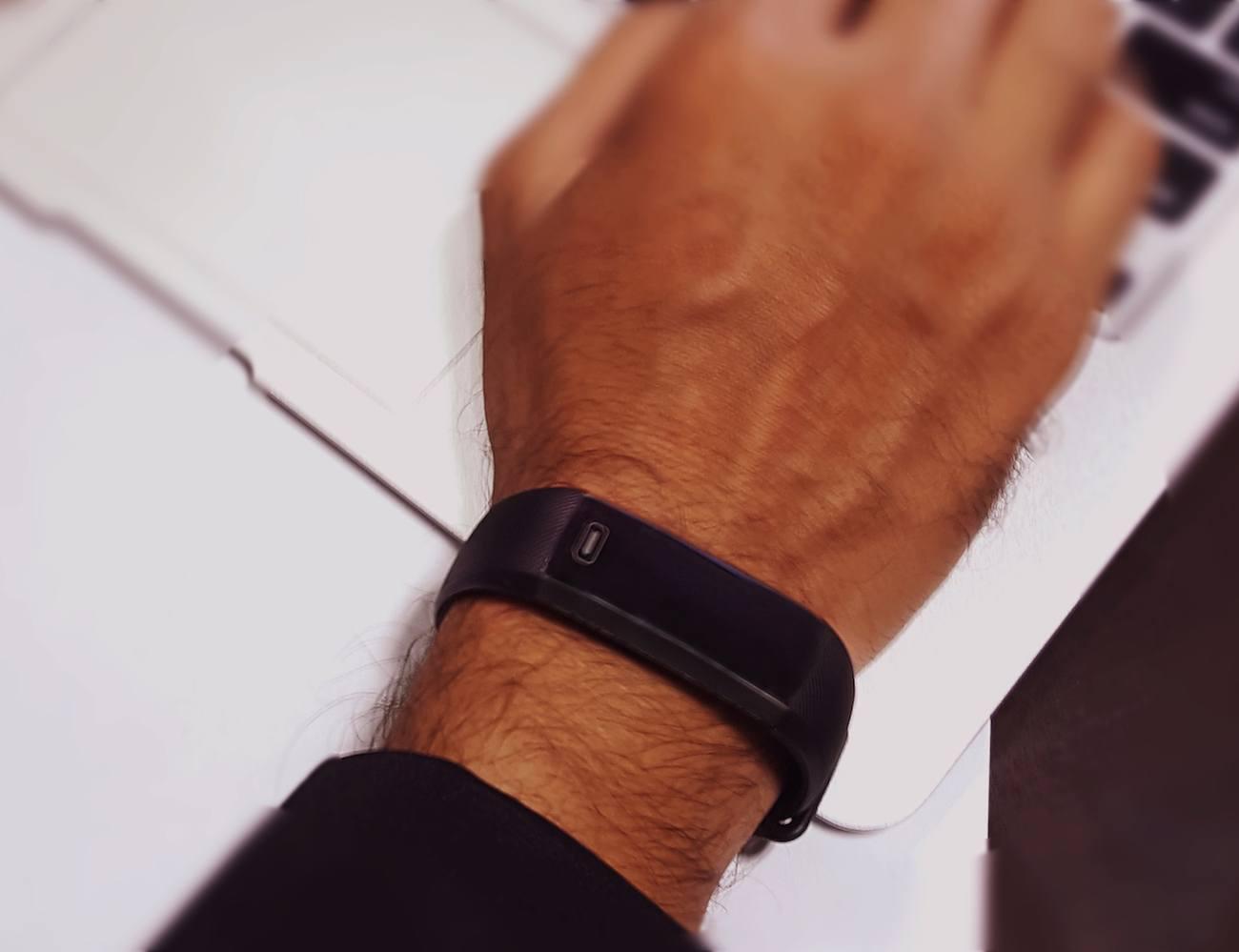 Pearls Band – Health Monitoring Wrist Band