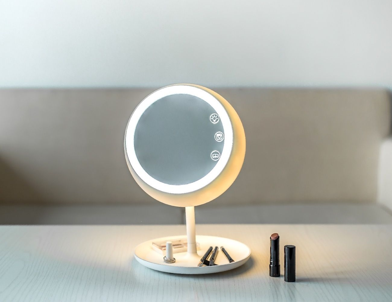 This Smart Makeup Mirror Actually Has 4 Functions