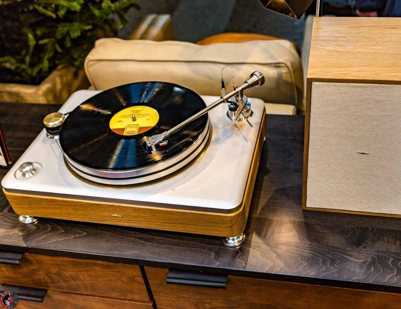 Runwell Turntable by Shinola