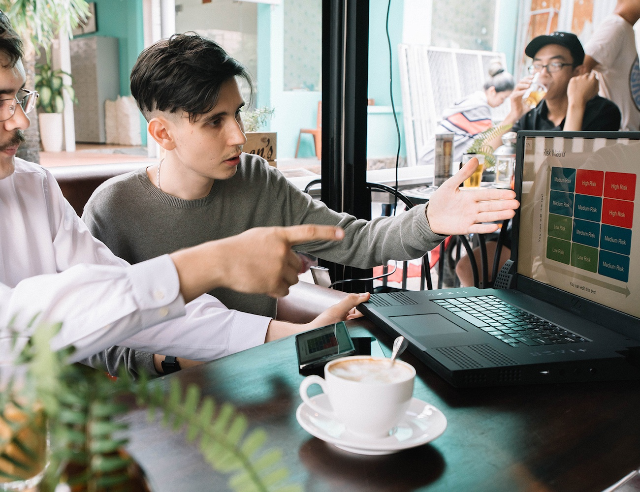 XFINITUM – Hybrid Laptop Powered by Your Smartphone
