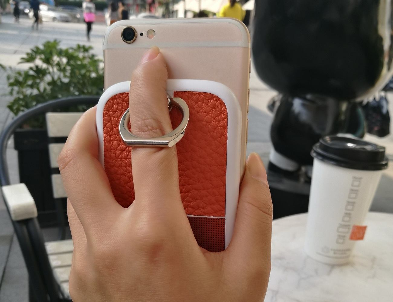 The CELLO Smartphone Battery Stand Attaches Right to Your Device