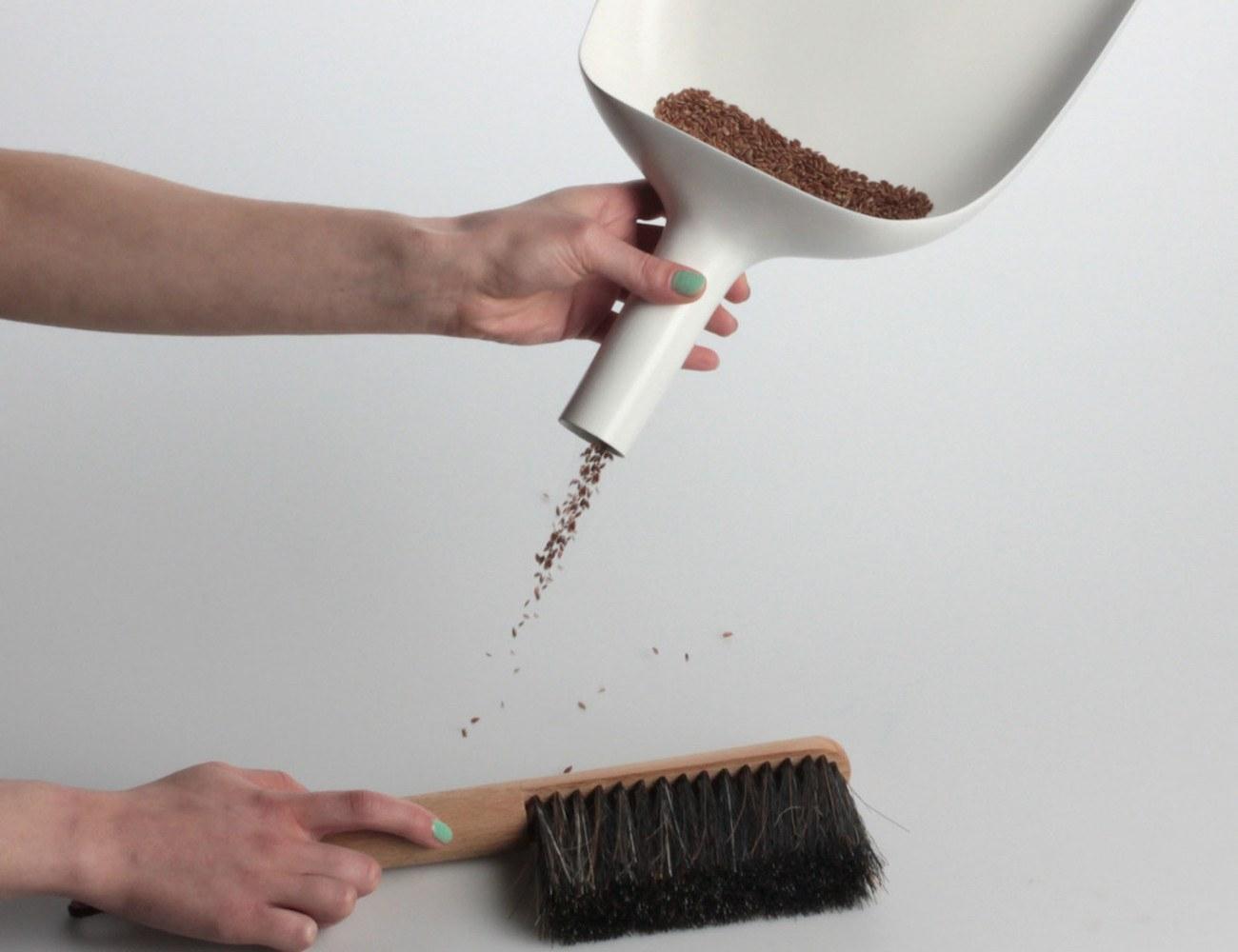 Funnel Sweeper Dustpan from MENU