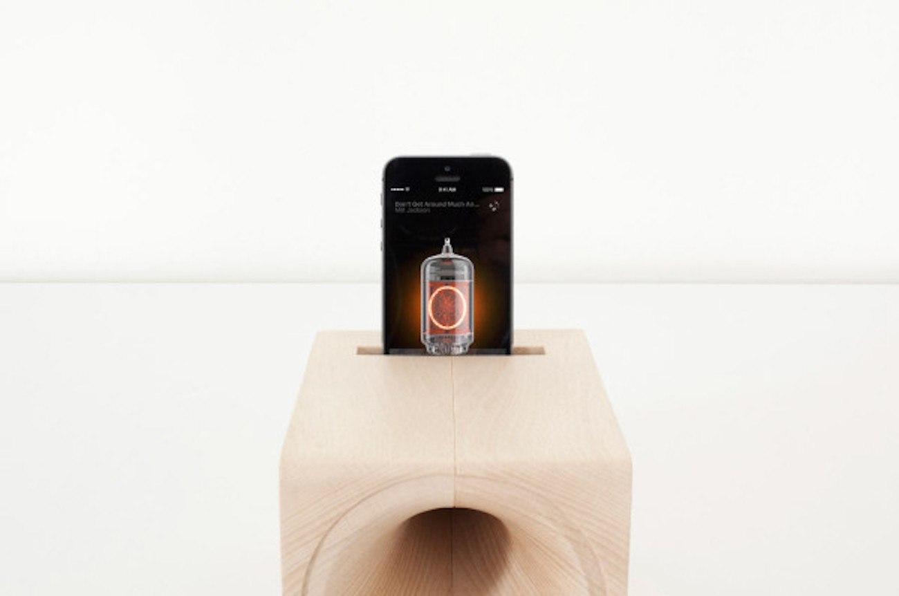 Louis Smartphone Analogic Speaker