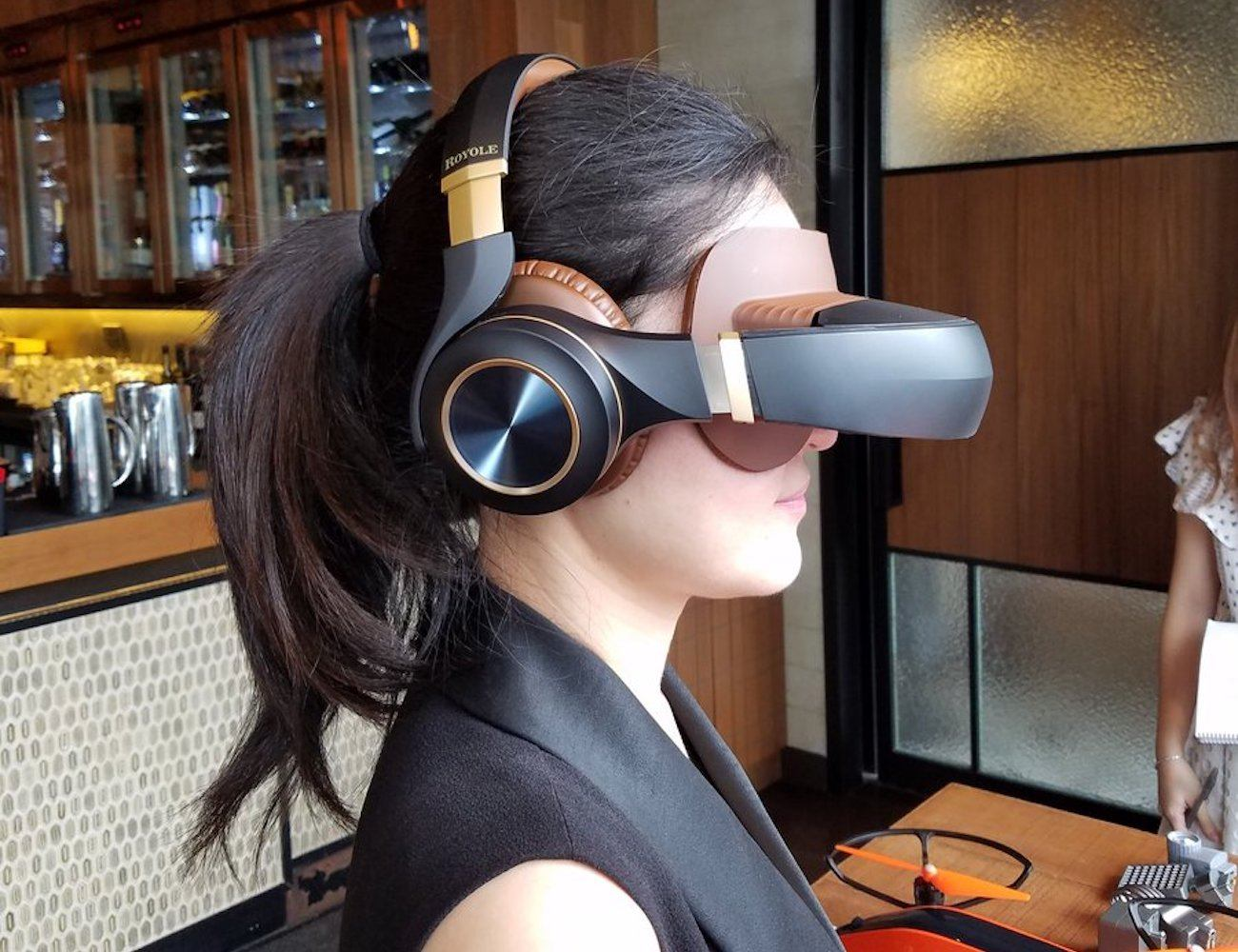 Royole Moon 3D Virtual Mobile Theater