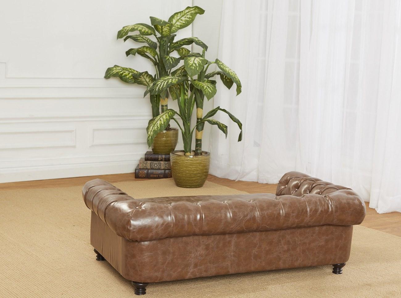 Wentworth Tufted Dog Sofa