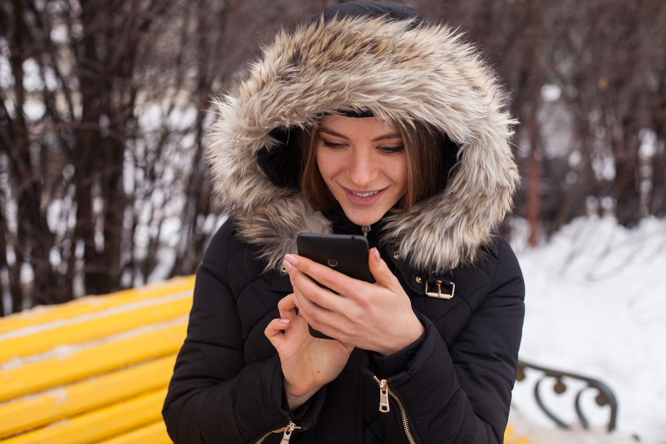 WinterCase Hand Warming Smartphone Case loading=