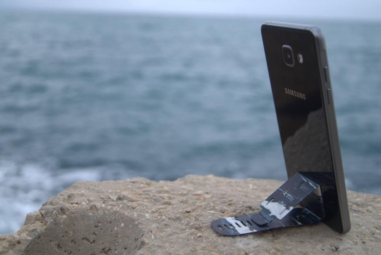 Lightweight Smartphone Stand