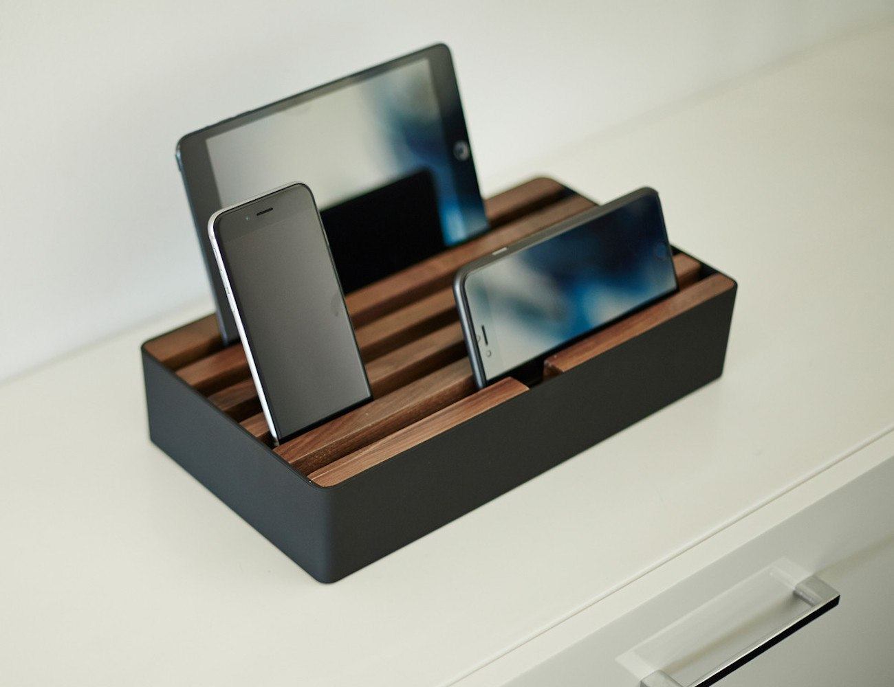 alldock electric charging station gadget flow. Black Bedroom Furniture Sets. Home Design Ideas