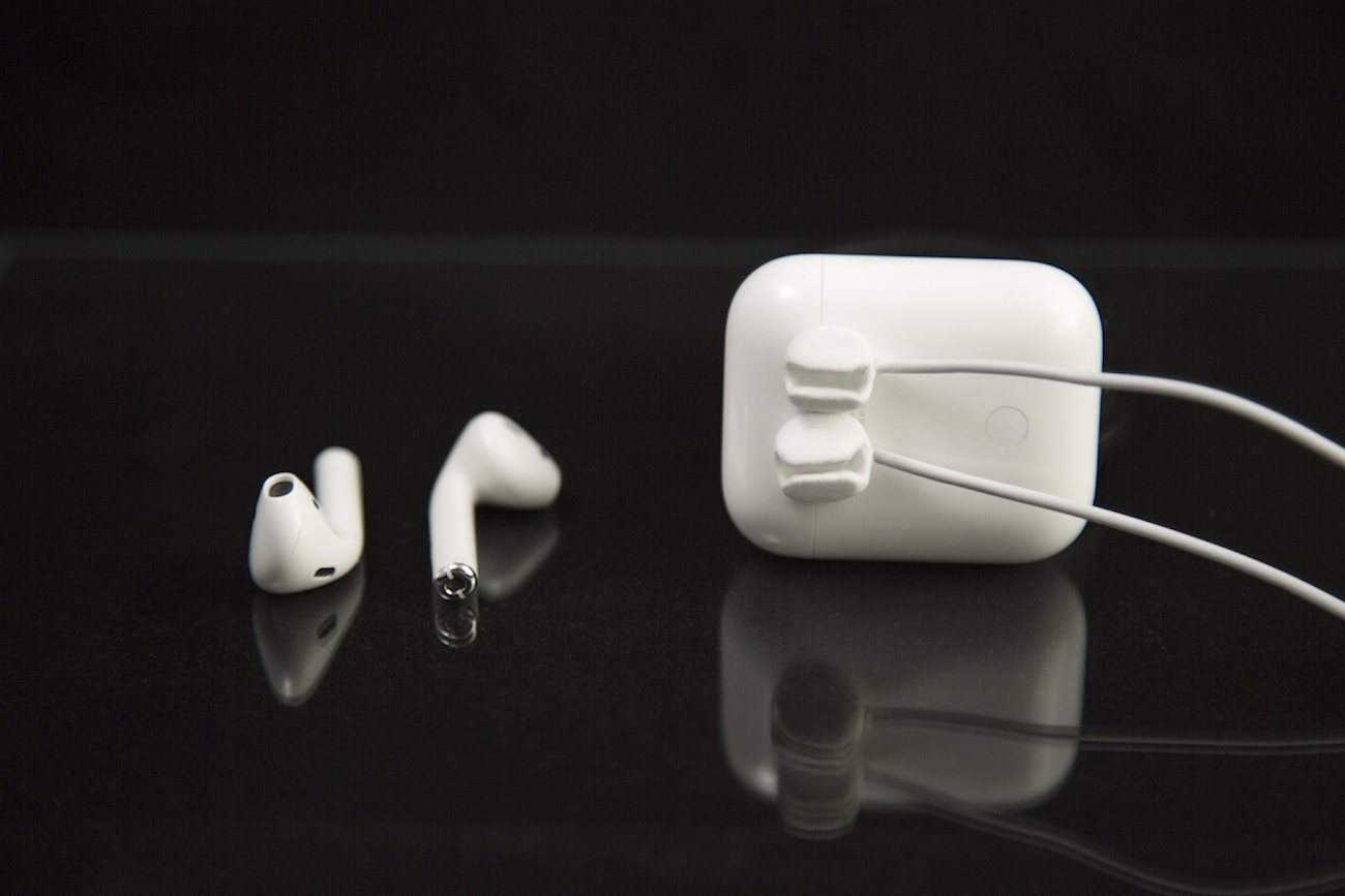 Nearbuds Magnetic AirPods Clips
