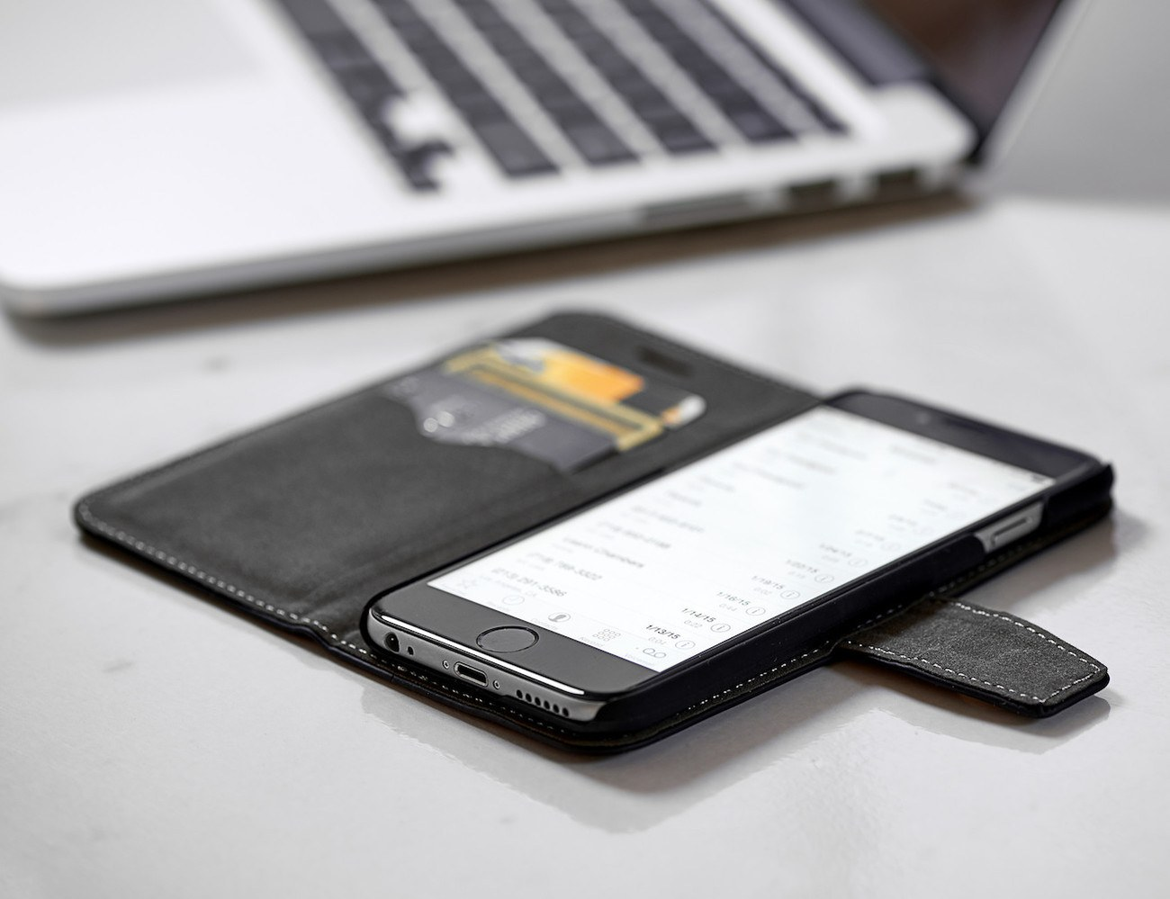 Safesleeve Case Protects Smartphone
