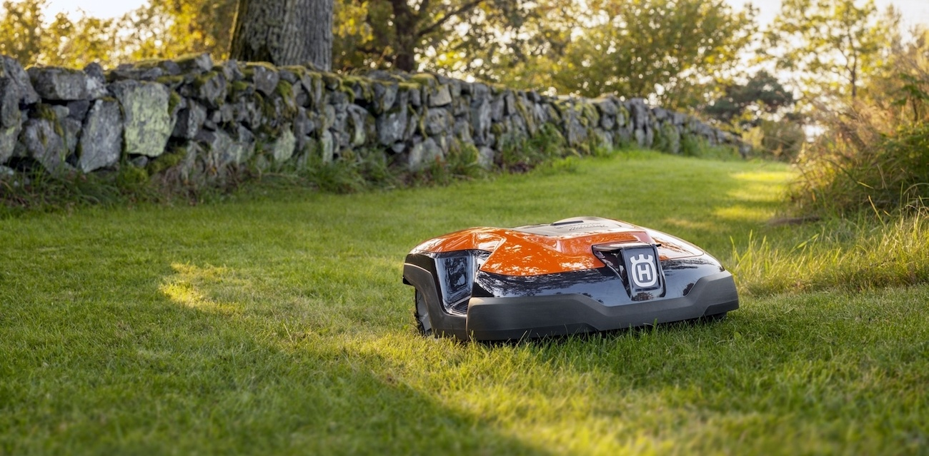 husqvarna automower 315 robotic lawn mower gadget flow. Black Bedroom Furniture Sets. Home Design Ideas