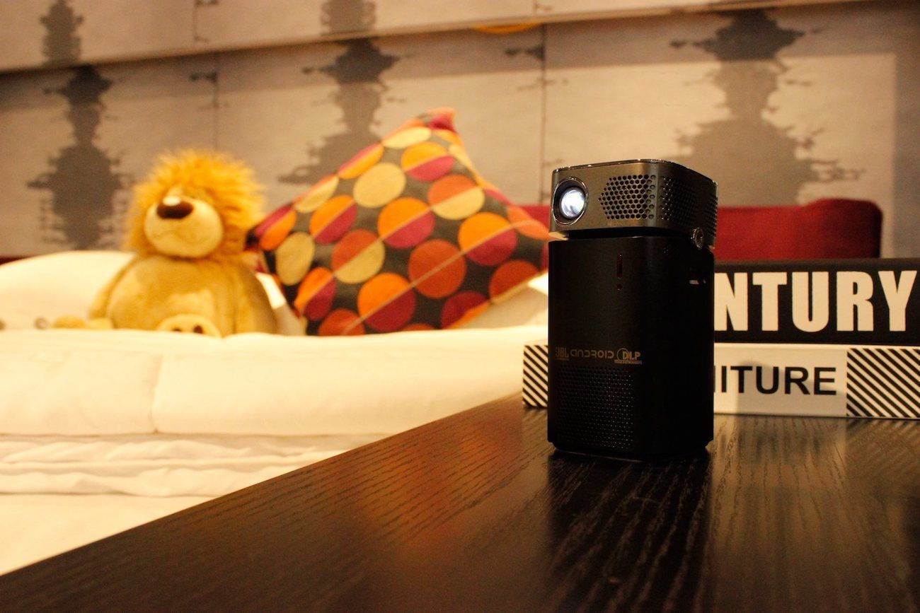 Keruo L7 Smart Pocket Projector